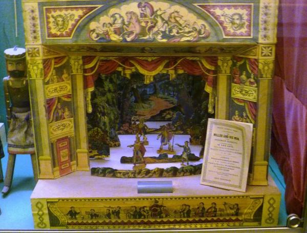 1280px-Toy_theatre_(c.1845-50),_Edinburgh_Museum_of_Childhood.JPG