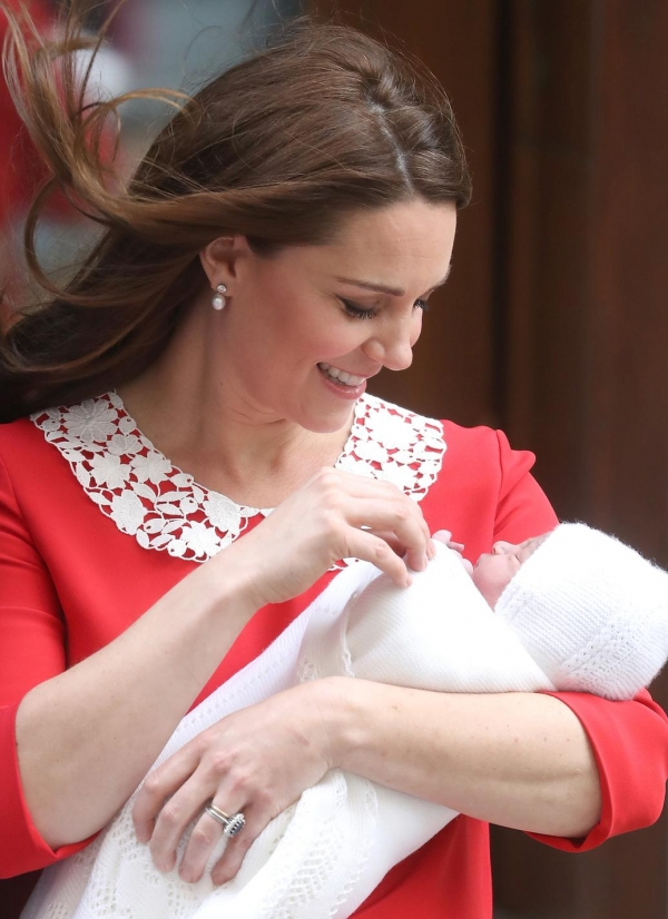 kate-middleton-robe-jenny-packham-rouge-naissance-royal-baby.jpg