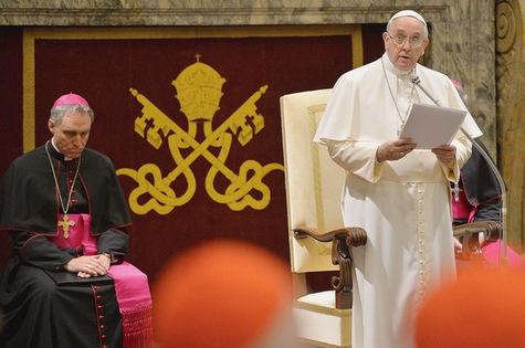 Le-pape-soumet-toute-la-Curie-a-un-lourd-examen-de-conscience_article_main.jpg