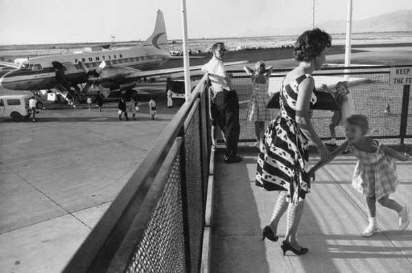 3932_1Garry_Winogrand_Arrivals_61.jpg