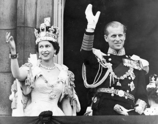 elisabeth-ii-et-e-prince-philip-le-jour-du-couronnement-de-la-reine_5493992.jpg