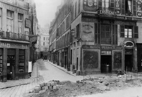 rue_maitre_albert_from_quai_de.jpg