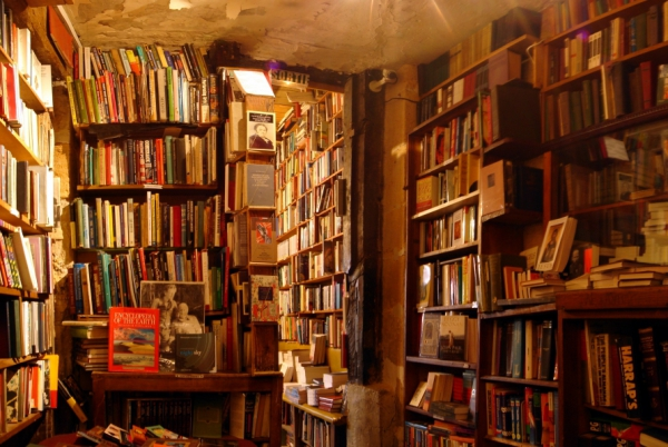 shakespeare_and_company_bookshop.jpg