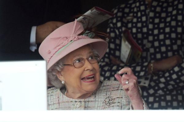 Elizabeth-II-A-Newbury-Le-21-Avril-2017-7.jpg