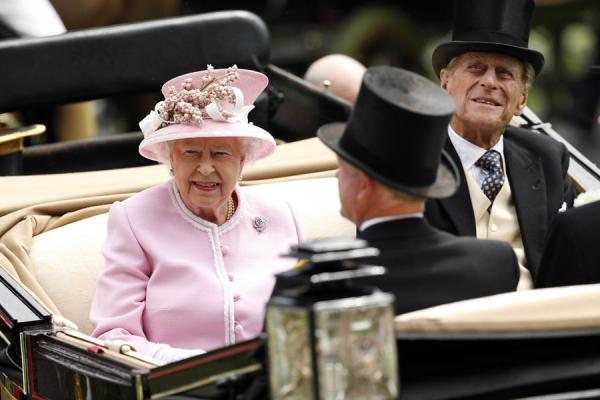 La-reine-Elizabeth-II-et-le-prince-Philip-au-Royal-Ascot-le-15-juin-2016.jpg