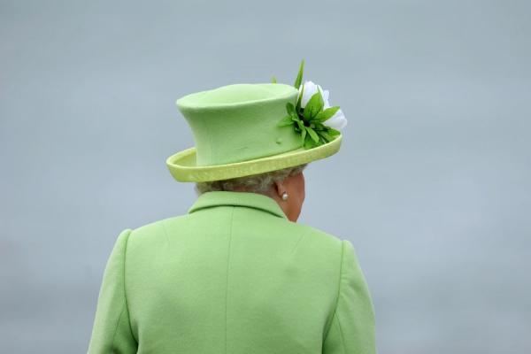 La-reine-Elizabeth-II-sur-le-site-de-Giant-s-Causeway-le-28-juin-2016.jpg