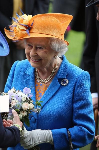 La-reine-Elizabeth-II-au-Royal-Ascot-le-16-juin-2016.jpg