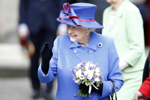 La-reine-Elizabeth-II-a-Edimbourg-le-3-juillet-2016.jpg