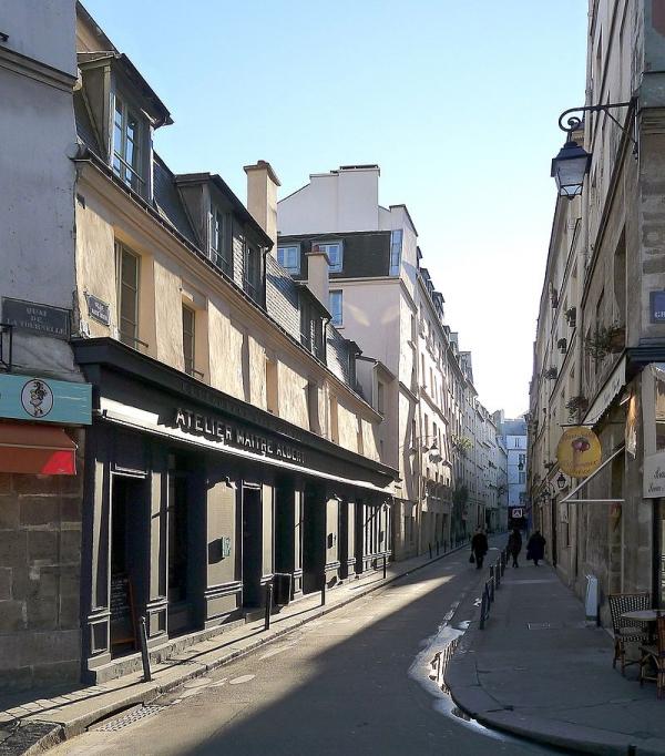 800px-P1000292_Paris_V_Rue_de_maitre-Albert_reductwk.JPG