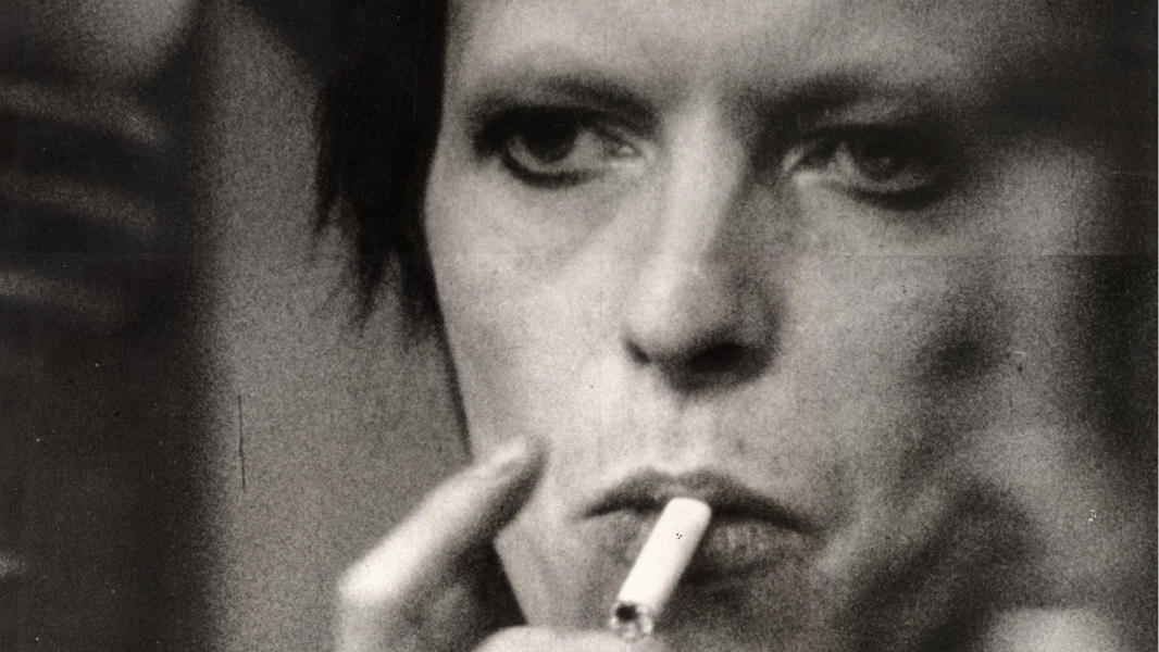 david_bowie_smoke_wallpaper-HD.jpg
